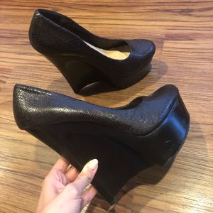 Black wedge pumps